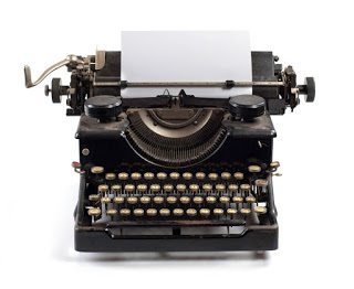 في عصر التقنية. هل الكتابة بالورقة والقلم مضيعة للوقت؟